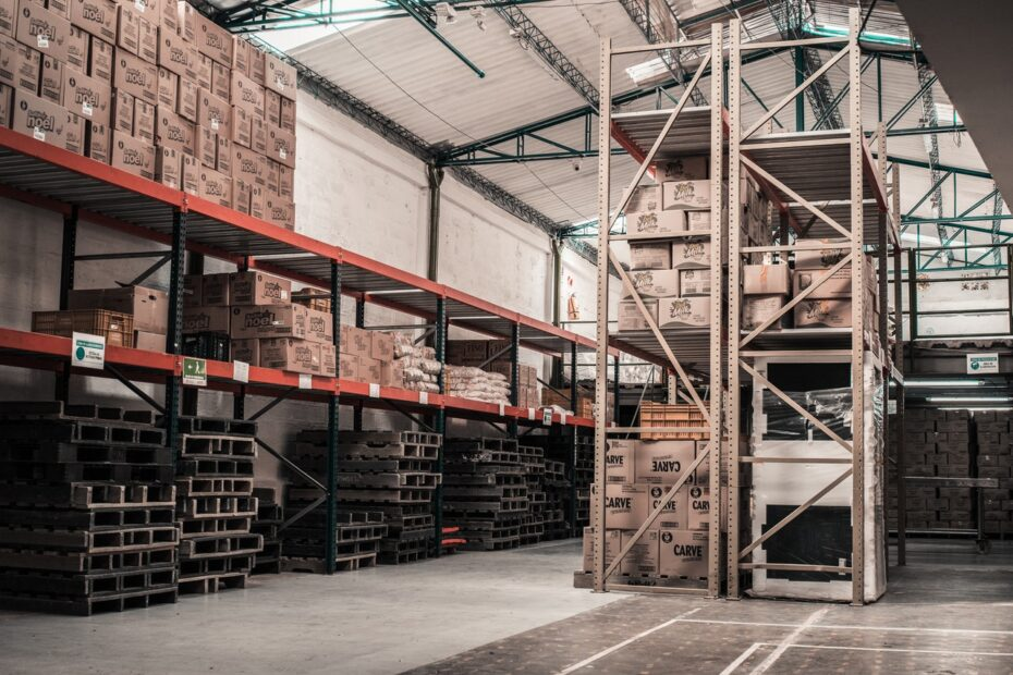 an image of a warehouse - How Energy Management canReduce Energy Costs In A Warehouse